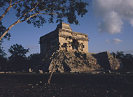 Temple of the Seven Dolls at Dzibilchaltun - dzibilchaltun mayan ruins,dzibilchaltun mayan temple,mayan temple pictures,mayan ruins photos